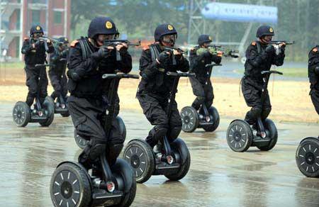 Chinesische Antiterrorcops